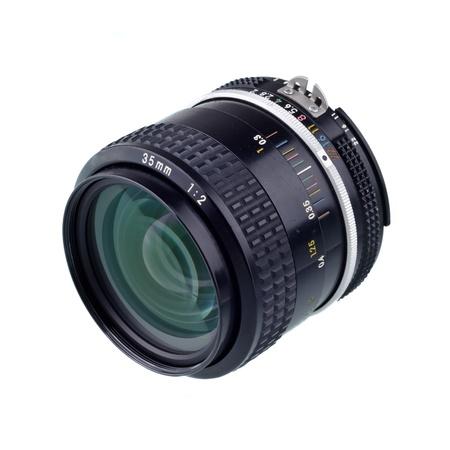 35: lense de c�mara de 35 mm aislado en blanco
