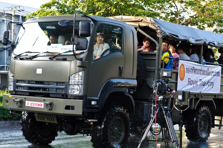 BANGKOK - NOVEMBER 10 : a military truck is used to transport civilian in this severe flood situation near saphan kwai area on November 10, 2011 in Bangkok. Stock Photo - 11128395