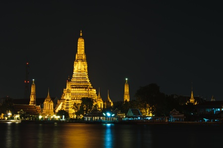 wat arun: Wat Arun or Temple of Dawn at night, Bangkok