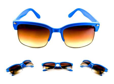 Ensemble de lunettes de soleil bleus isol�es sur un fond blanc  Banque d'images