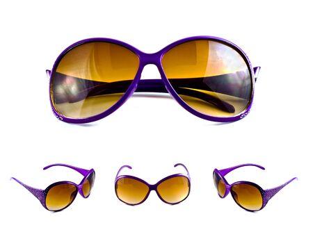 Ensemble de lunettes de soleil violets isol�es sur un fond blanc  Banque d'images