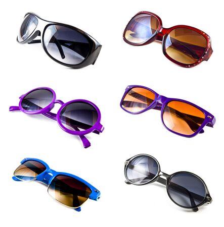 collection de lunettes de soleil color�s isol�es sur fond blanc  Banque d'images