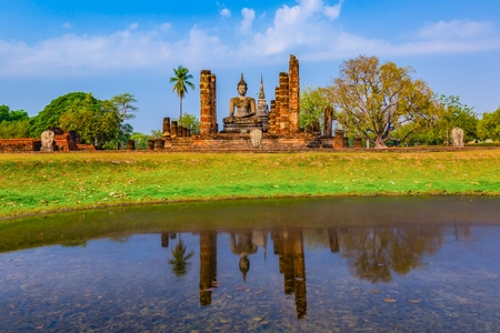 Sukhothai historical park and surrounding area in the midday and twilight Imagens
