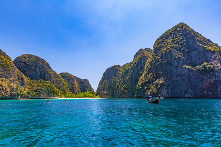 Maya Bay is one of the most famous beaches on Phi Phi Lay. But today there is no tourists on the beach because it needs to be temporarily closed Reklamní fotografie - 121043979