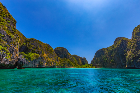 Maya Bay is one of the most famous beaches on Phi Phi Lay. But today there is no tourists on the beach because it needs to be temporarily closed Reklamní fotografie - 121043981