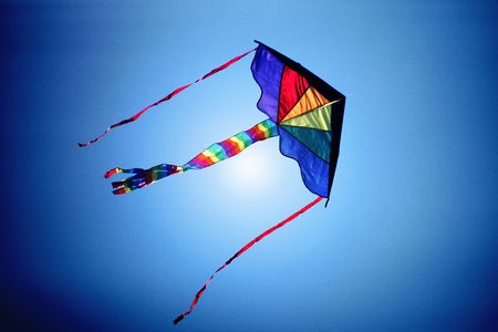 papalote: un kite volar en el cielo Foto de archivo