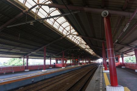 Pusta stacja z wieloma platformami zdjęcie zrobione w Indonezji Jakarta