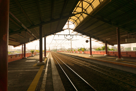 peron: Empty station with many platforms and a sun light photo taken in Jakarta Indonesia Stock Photo