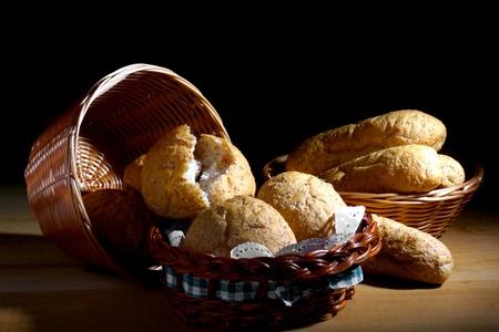 Brot Brötchen im Korb.  Standard-Bild - 10931103