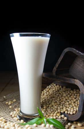 leche de soya: leche de soja con soja Foto de archivo