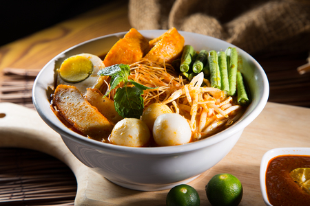 Curry Laksa which is a popular traditional spicy noodle soup from the culture in Malaysia. 免版税图像