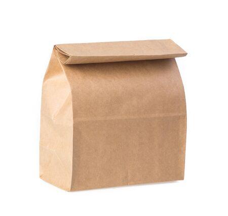 Sac en papier brun isolé sur blanc