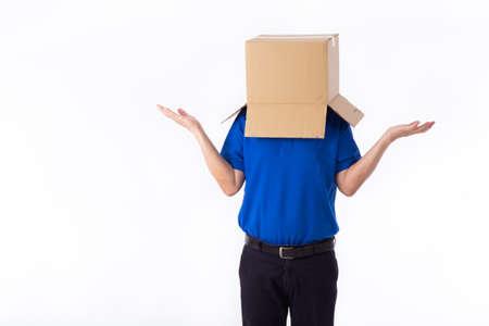 man in a bluer T-shirt with a cardboard box on his head makes a gesture with his hands isolated on white background Standard-Bild