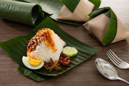 Nasi lemak pack in banana leaf, popular breakfast in Malaysia Standard-Bild