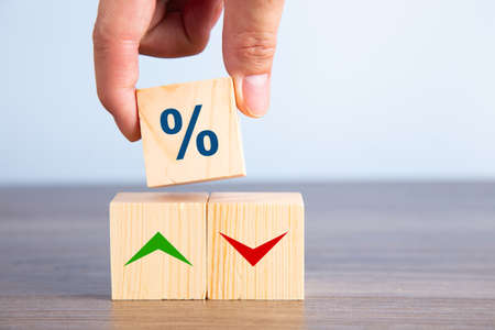 Wooden blocks with percentage sign and arrow, financial growth concept 免版税图像