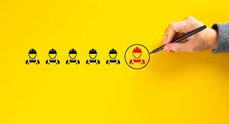 Human resource management and recruitment concept. Choosing good worker leader. 免版税图像