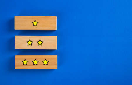Customer service evaluation and satisfaction survey concepts on blue background 免版税图像