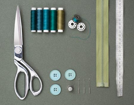 narzędzia do szycia na zielonym tle Zdjęcie Seryjne