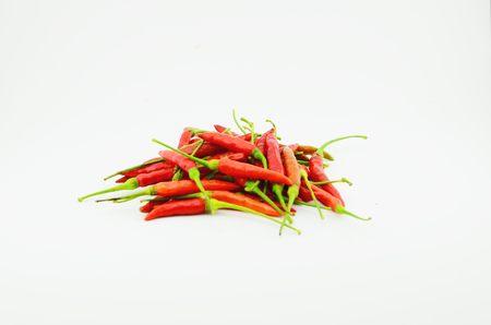 Rode Spaanse pepers die met witte achtergrond worden geïsoleerd Stockfoto