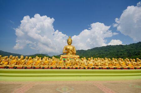 Boeddha en boeddhistische heilige beelden op Boeddha Memorial park