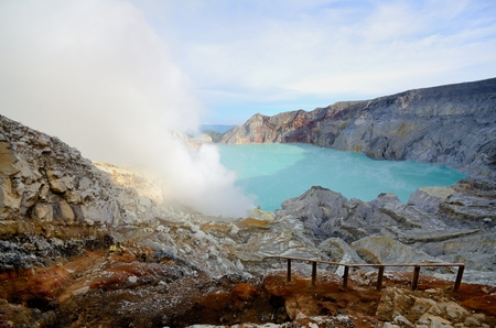 IJen-krater in de ochtend, Indonesië Stockfoto