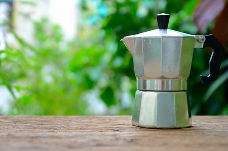 Koffiezetapparaat op hout