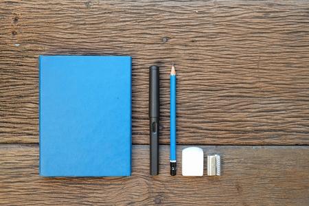 Een blauw schetsboek en stationair Stockfoto