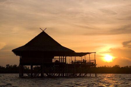 Homestay omringd door de zee van Thailand
