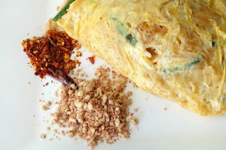Pad Thai verpakt met gebakken ei