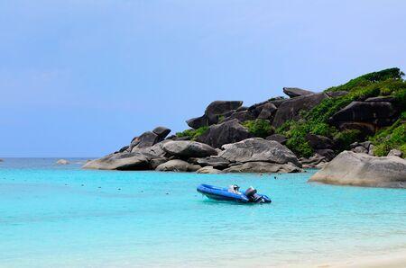 Motorboot rubberboot op zee Stockfoto