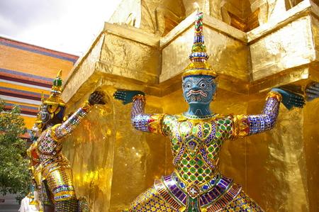 Giant bewakers in het Grand Palace, Bangkok, Thailand Stockfoto - 45847206
