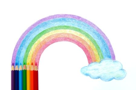 Gekleurde potloden met regenboog en cloud handtekening