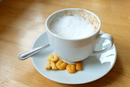 Een kopje koffie met koekjes