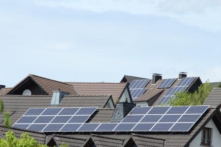 zonne-installaties daken Stockfoto