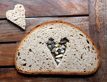 bread slice heart Stock Photo - 13909588