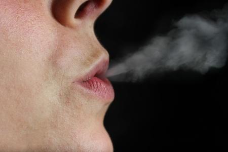 fille fumeuse: smoking girl