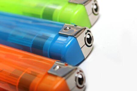 encendedores: tres encendedores de colores