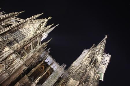 dom: Dom Cologne la nuit