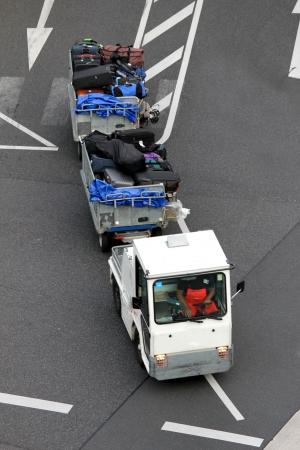 lugage: airpor lugage service car