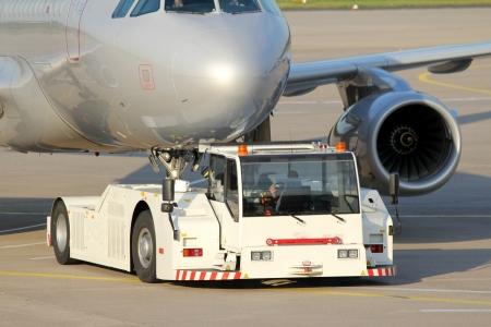 plain towing vehicle Standard-Bild