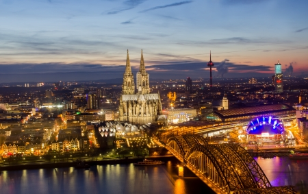 cologne stadsbeeld 's nachts