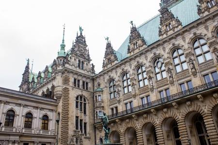 mayoral: Hamburger Rathaus