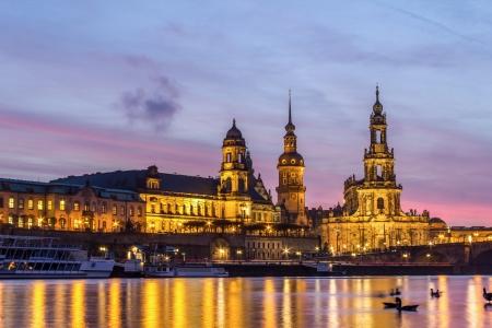 de oude stad van Dresden bij zonsondergang