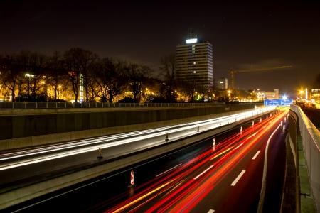 Duitse Autobahn 's nachts Stockfoto - 24351611