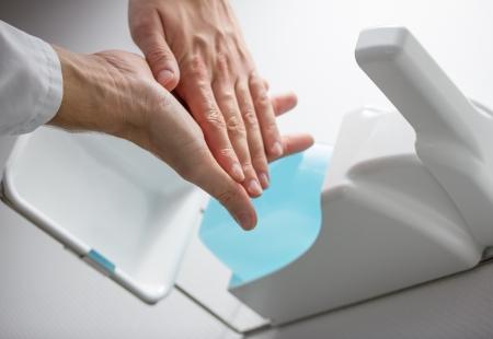 desinfecteer handen Stockfoto
