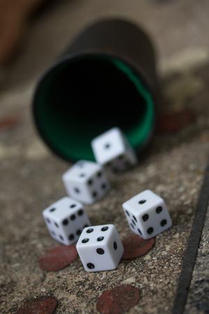 dés jeu jeu