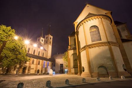 dom: Wuerzburger dom la nuit Banque d'images