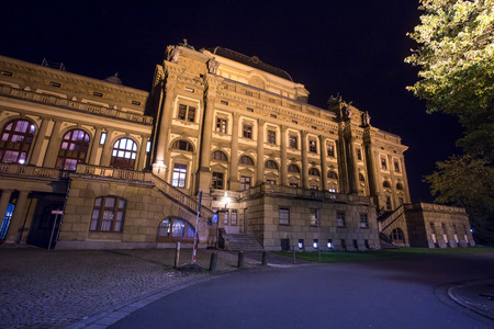 baukunst: theater wiesbaden germany at night