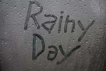 regenachtige dag venster letters achtergrond Stockfoto