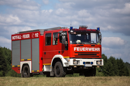 Allemand camion de pompier sur un champ ouvert Banque d'images - 34141397
